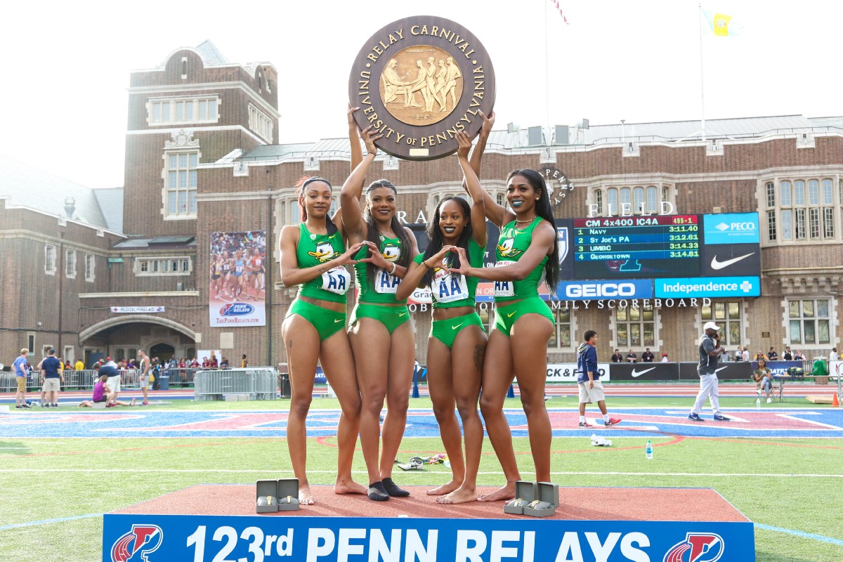 Oregon Ducks on the podium with their 4x400m Championship of America title.
